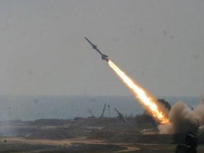 تصویر از اصابت دقیق موشک بالستیک یمنیها به فرودگاه «جیزان» عربستان