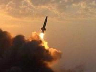 تصویر از حمله موشکی یمن به سایت راداری سعودیها در «خمیس مشیط»