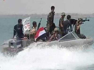 تصویر از توقیف یک قایق وابسته به بیگانگان توسط یمنیها