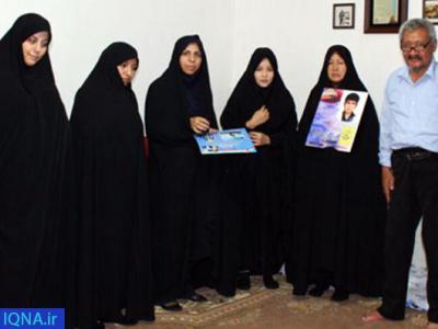 تصویر از تجلیل از خانواده شهدای لشکر فاطمیون در قرچک
