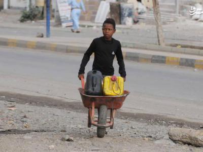 تصویر از آل سعود به «آب شرب» یمنیها هم رحم نمیکند!+تصاویر