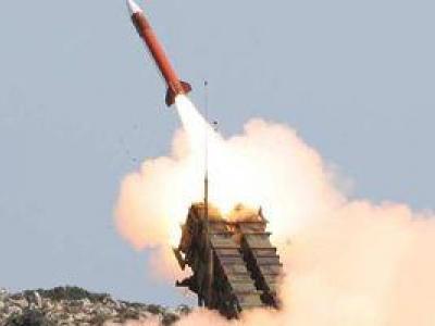 تصویر از حمله موشکی ارتش یمن به مقر نیروهای سعودی