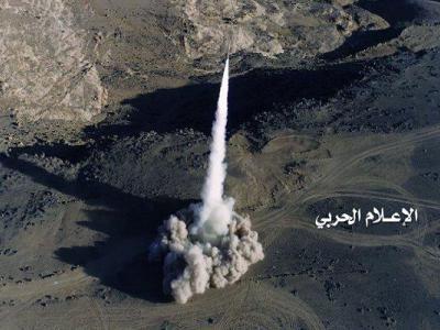 تصویر از شلیک یک فروند موشک بالستیک به مواضع متجاوزان سعودی