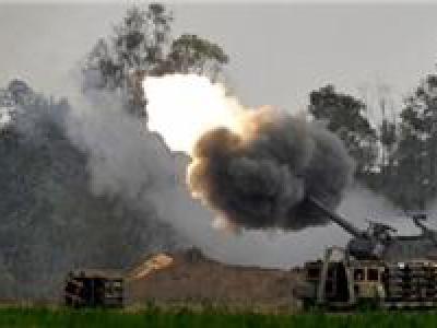 تصویر از حمله توپخانهای یمنیها به مواضع مزدوران سعودی