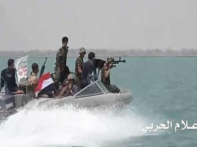 تصویر از حمله یمنیها به قایقهای گارد ساحلی عربستان