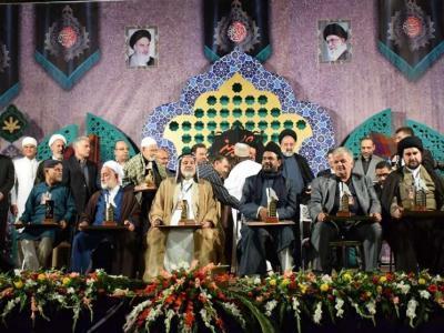 تصویر از اجلاس جهانی پیرغلامان حسینی ـ خرم آباد| پیرغلامان ملی و جهان اسلام و خانواده شهدای مدافع حرم تجلیل شدند
