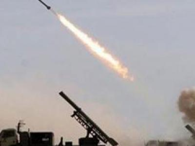 تصویر از شلیک موشک مبارزان یمنی به مراکز تجمع ارتش سعودی در جیزان