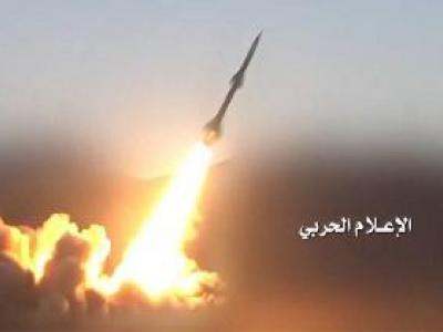 تصویر از حمله موشکی نیروهای یمنی به پایگاه مزدوران سعودی در الجوف