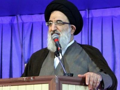 تصویر از امام جمعه کرج: با پشتوانه بسیج نیازی به آمریکا نداریم