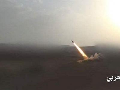 تصویر از شلیک موشکهای زلزال ارتش یمن به مواضع متجاوزان سعودی