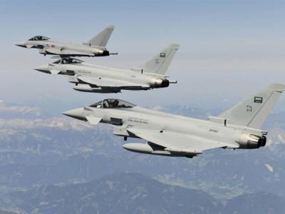 تصویر از بمباران گسترده «حجه» یمن توسط جنگندههای سعودی