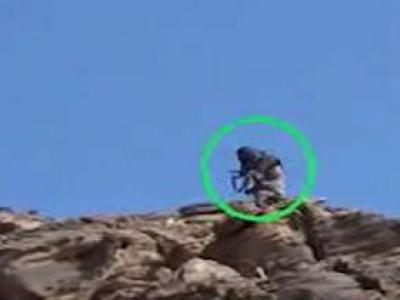 تصویر از عملیات موفق نیروهای یمنی علیه نظامیان سعودی در جبل الاسود + فیلم