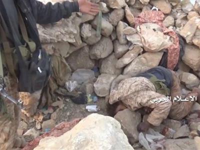 تصویر از انهدام خودروی حامل مزدوران در جبهه نجران؛ هلاکت ۲ متجاوز سعودی در جیزان