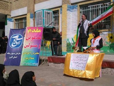 تصویر از کاشت نهال در مدرسه حجاب با حضور خانواده شهید محمود نریمانی برگزار شد