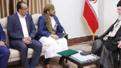 تصویر از دیدار سخنگوی جنبش انصارالله یمن و هیئت همراه با رهبر معظم انقلاب