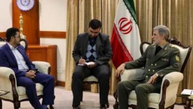 تصویر از وزیر دفاع ایران با سفیر یمن دیدار کرد
