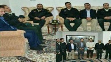 تصویر از حضور فرمانده انتظامی رامهرمز در منزل شهید مجید عباسی